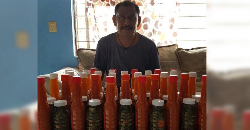 ernesto3chiles - Perdió parte de su vista y vende salsas para sobrevivir. No pudo seguir trabajando por su enfermedad