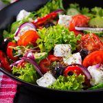 shutterstock 1564648540 e1593687715925 - 5 ensaladas frescas que puedes preparar en casa durante el verano