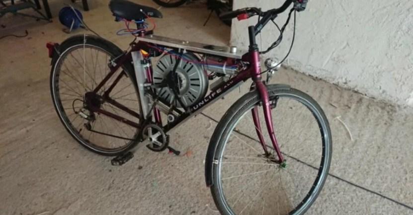 xclpszglyp1ihgp2ymhs 1 - Inventor creó bicileta eléctrica con motor de lavadora que alcanza los 110 km/h. Nada lo detiene