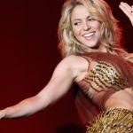 2016 shakirarockinriomd15 e1579024233131 - Cuando Shakira se pone intensa arriba del escenario, hasta rompe su camisa y se queda en sostén