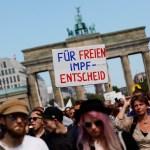"""alemania - Miles de alemanes exigen fin a restricciones por COVID-19; llaman a celebrar """"el fin de la pandemia"""""""