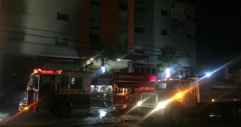 whatsapp image 2020 08 01 at 1 21 20 am crop1596266519738.jpeg 673822677 - Se incendia camioneta en estacionamiento de hotel en la colonia Las Vegas, Culiacán