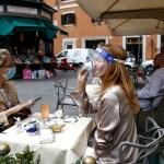 17 AP 20139387242577 - Italia descarta el confinamiento del país por repunte de contagios de coronavirus