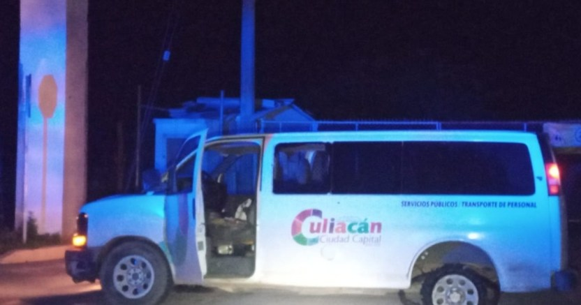 dos empleados del ayuntamiento de culiacxn son atacados a balazos .jpg 673822677 - Dos asaltantes roban camioneta del Ayuntamiento de Culiacán y son baleados