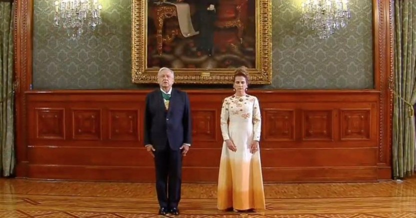 eiahjnixsaexdk6 crop1600232374132.jpg 673822677 - Así vistió la esposa de Andrés Manuel López Obrador en el Grito de Independencia