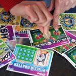 gettyimages 169592594 - Huyó de la policía en una parada de tráfico y dejó un billete de lotería ganador