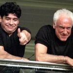 maradona2 1125 getty - VIDEO: Compañeros y amigos de Maradona rompen en llanto en televisión al hablar de la muerte de Diego