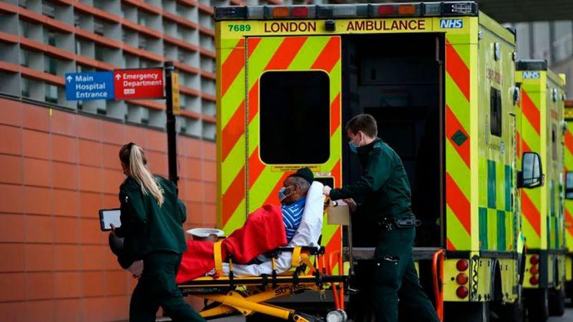 """116304487 gettyimages 1230357065 ok - Coronavirus en Reino Unido: la ola de casos """"sin precedentes"""" que azota al país"""