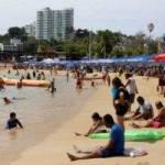 cdn 3.expansion 1 300x200 - Siguen llegando turistas a playas de Acapulco, hasta llevan tanques de oxígeno