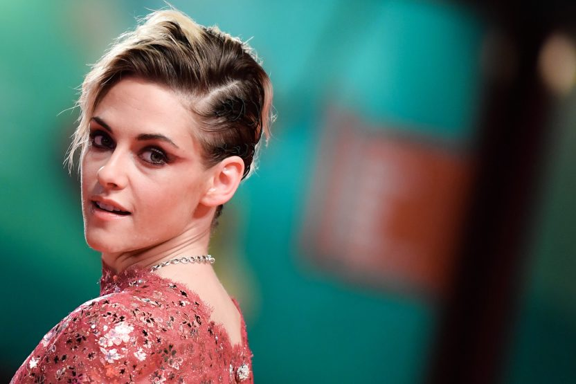 "000 1JW2HC scaled - Publicaron la primera FOTO de Kristen Stewart como Lady Di en ""Spencer"""