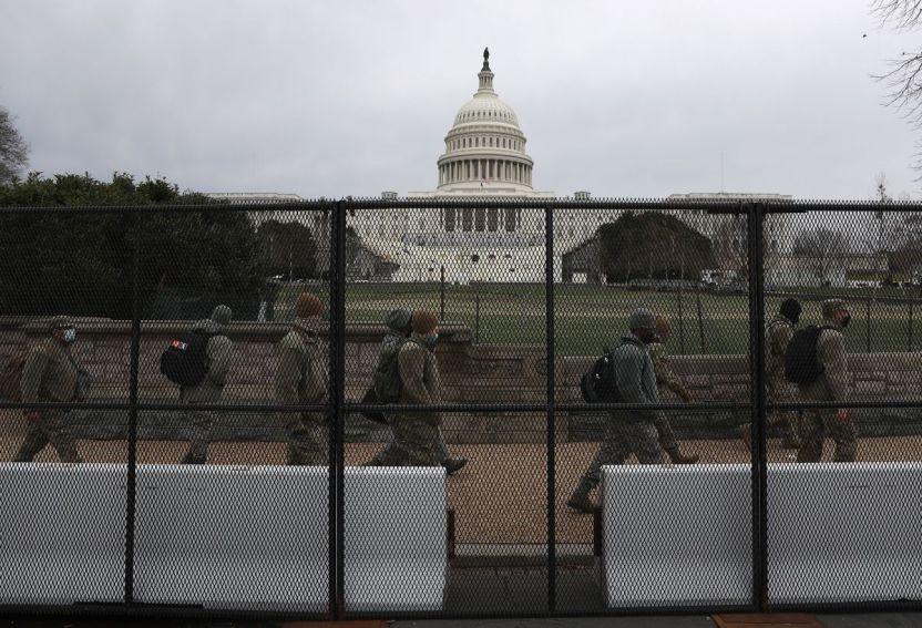 Capitol GettyImages 1295316631 - Autoridades encontraron una camioneta llena de bombas y armas cerca del Capitolio