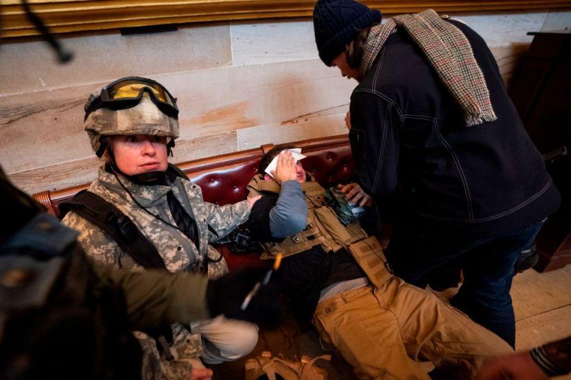 Capitolio policia lesionado fa349ecdc775e13303369b2e3fcbc8a4043108b6 - Así ve el mundo lo ocurrido en el Capitolio, ¿qué repercusiones podría provocar?
