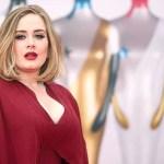 Fondo Adele mala costumbre - Adele y su rara fijación: Disfruta hurgar en la nariz de sus hijos para hacer bolitas con los mocos