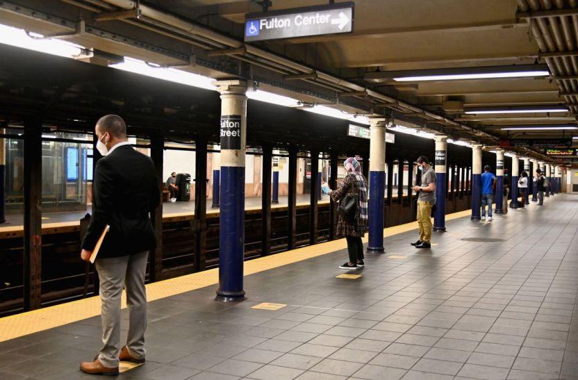 Mascaras NY GettyImages 1225252720 - Estados Unidos ordena el uso obligatorio de máscaras en el transporte público