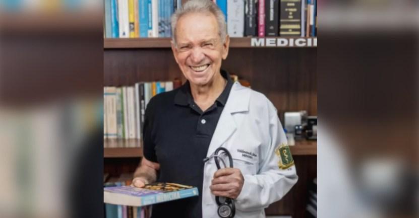 anciano medico - Anciano de 87 que sueña con ser médico ya lleva aprobado la mitad del curso. Lo deseó toda su vida