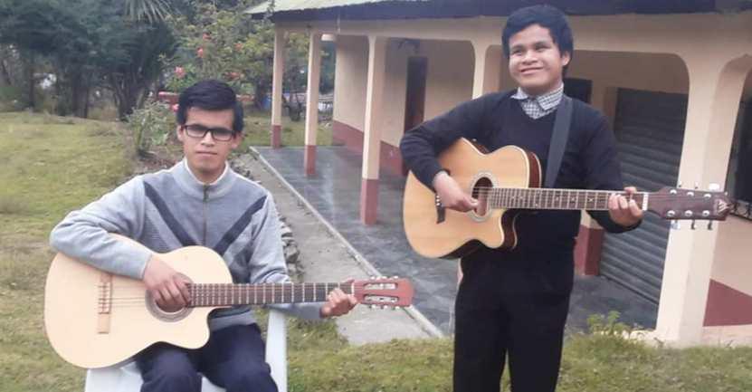 cantantes con discapacidad salen adelante - Hermanos con discapacidad visual festejan tras grabar su primer disco. Cumplieron su sueño de niños