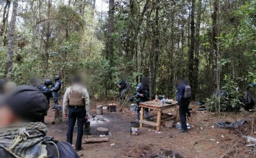 destruyen narco campamento crop1610300871914.jpg 242310155 - Aseguran narcocampamento y dos camionetas en Michoacán