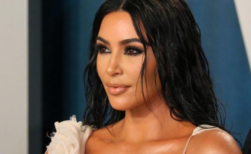 kim kardashian celebrity afp crop1611027714762.jpg 242310155 - ¡Revive Kim Kardashian las selfies en el baño!