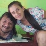 """padre brazos piernas hijas 2 - Er hat keine Arme und Beine, aber er zog seine Töchter ohne die Mutter auf: """"Er ist der beste Vater der Welt"""""""