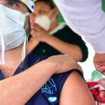 vacuna 13 - Gobernadores, alcaldes y la IP ya buscan comprar vacunas COVID; pero advierte que no será pronto