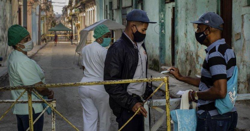 1000 - CRÓNICA   Cuba arranca la masiva producción de su propia vacuna, mientras cuarentena se extiende
