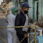 1000 - CRÓNICA | Cuba arranca la masiva producción de su propia vacuna, mientras cuarentena se extiende