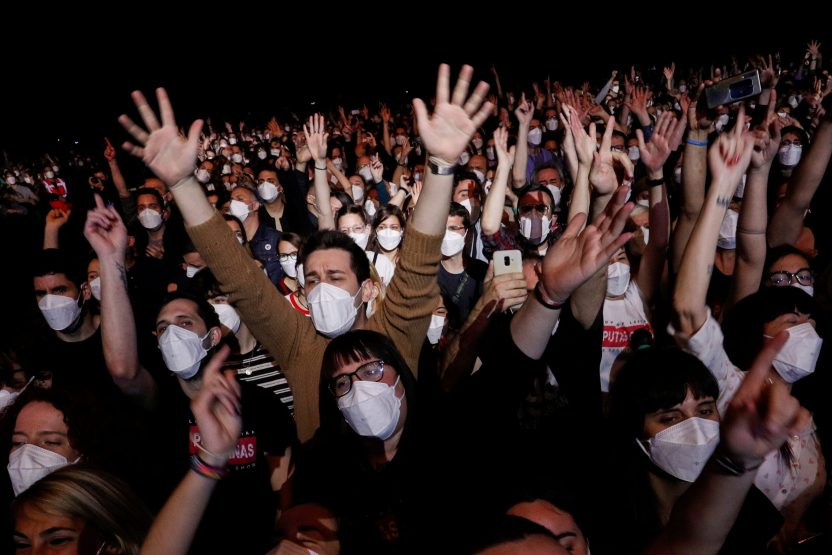2021 03 27T202410Z 1228117618 RC2WJM9FKYMF RTRMADP 3 HEALTH CORONAVIRUS SPAIN CONCERT scaled - España tuvo su primer concierto masivo en pandemia sin distanciamiento social (FOTOS)