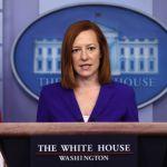 """Jen Psaki GettyImages 1306004014 - La Casa Blanca dice que un """"gran número"""" de personas recibirá el cheque de estímulos a finales de marzo"""