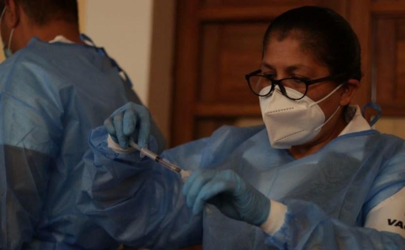 inmunizacixn tlaquepaque x6x crop1615566612394.jpeg 242310155 - Han sido foráneos 30% de vacunados en Jalisco