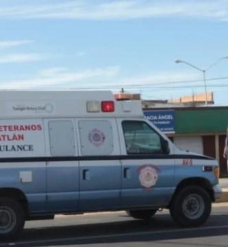 bomberos veteranos mazatlxn.jpg 242310155 - Motociclista resulta lesionado grave en choque en Mazatlán