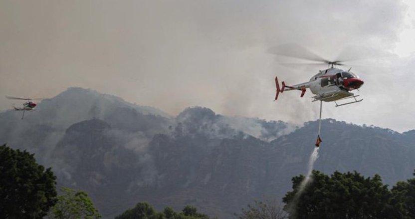 ey4ei4dw8aiu5ib - FOTOS: Autoridades usan helicópteros para tratar de sofocar el incendio en Tepoztlán, Morelos