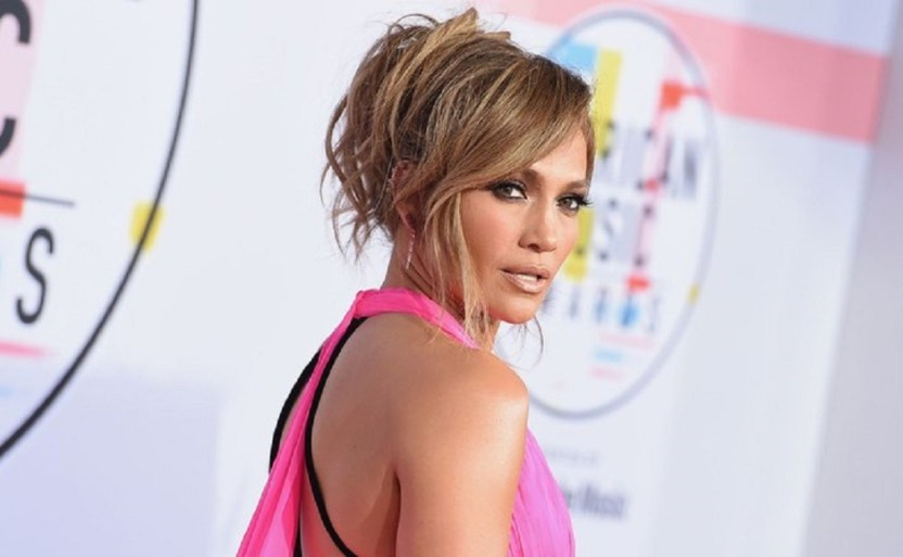 jennifer lopez ap.jpg 242310155 - Luce Jennifer Lopez atuendos negros que realzan su figura