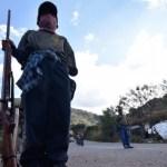 """ninos armas - """"Somos niños, queremos resguardo"""". Huérfanos de la violencia en Guerrero marchan con armas"""