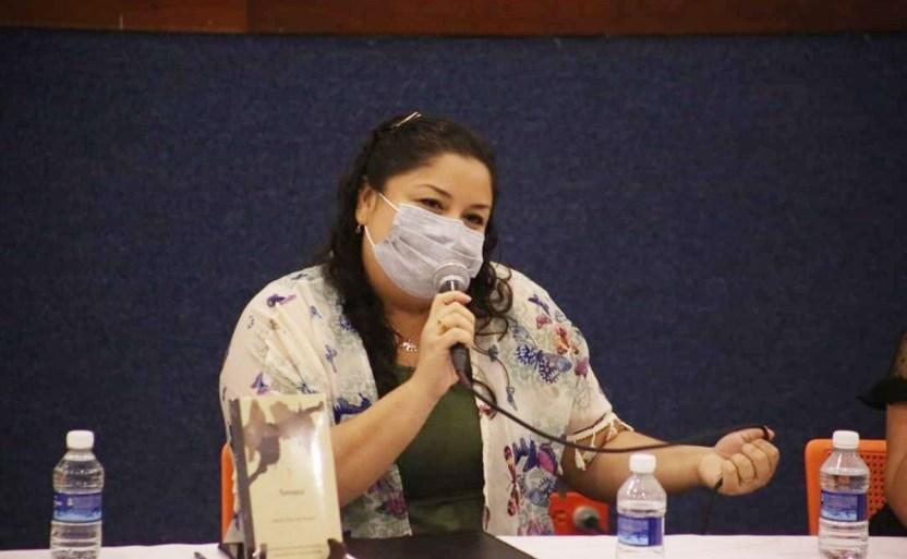 teresa diaz del guante.jpg 242310155 - Escritora Teresa Díaz del Guante presenta su libro Aroma