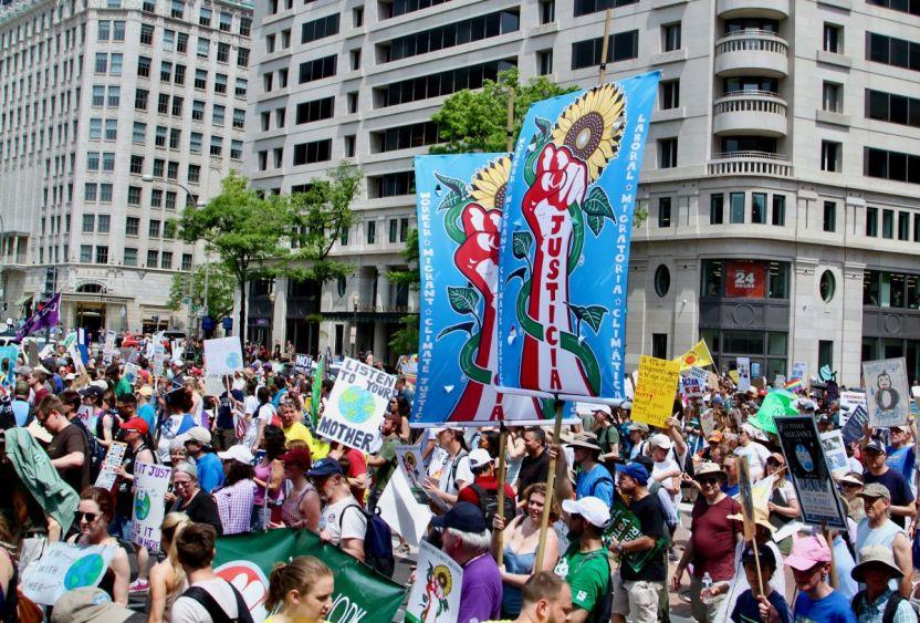 Climate March Washington DC by Javier Sierra full - Para los latinos, las llamas arden con más intensidad