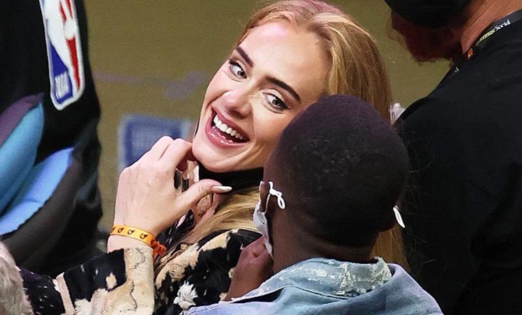 DB1DD972 8AAA 4FC3 B4DD B588EB3BBB43 - Parece otra persona: Adele reapareció en público con un radical cambio en su rostro