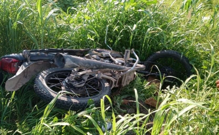 automxvil embiste a motociclistas en escuinapa crop1626917895384.jpg 242310155 - Automóvil embiste a motociclistas en Escuinapa