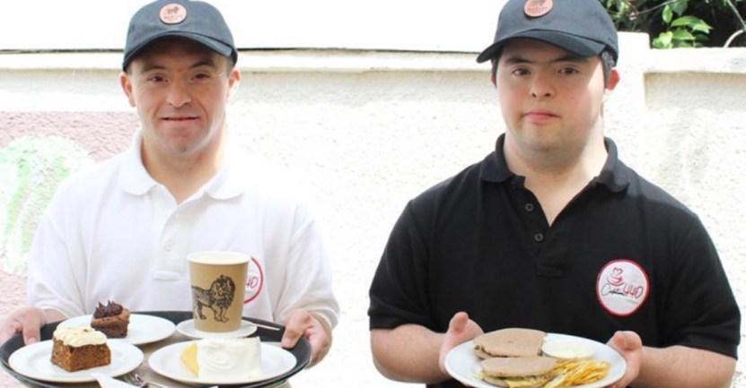 cafeteria chile sindrome down - Cafetería inclusiva reabrió sus puertas con meseros con síndrome de Down. Quieren dar más empleos