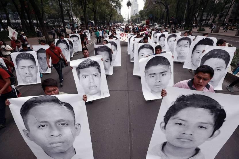 merlin 137395146 8366a5ce 99b6 441e b937 b9a114f3c034 superJumbo - Familiares de los 43 de Ayotzinapa, objetivo de espionaje en gobierno de Peña