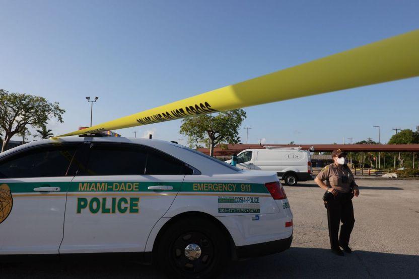 GettyImages 1320793237 - Testigo: El tirador que disparó y mató al azar a un turista en Miami Beach, bailó sobre el cuerpo