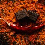 Chile y Chocolate Karolina Grabowska en Pexels - 5 cosas que le suceden a tu cuerpo cuando comes alimentos picantes