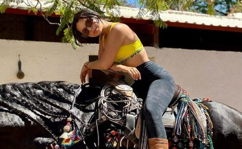angela aguilar a caballo.jpg 242310155 - Ángela Aguilar sorprende montando a caballo como profesional