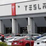 """GettyImages 1208184787 - Newsom asegura que California seguirá teniendo un """"futuro brillante"""" a pesar del traslado de Tesla a Texas"""