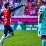 chivas toluca - Chivas recupera el gol, vence 2-0 a Toluca y se mete en la pelea por la liguilla