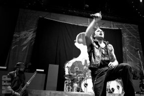 Motionless in White on stage during Pain in the Grass 2015 at White River Amphitheatre © Michael Ford
