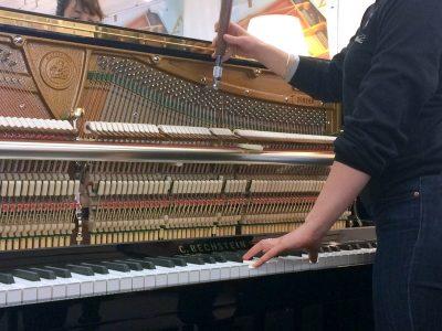 Accord piano par Mariane, accordeur Prévalet Musique Dijon