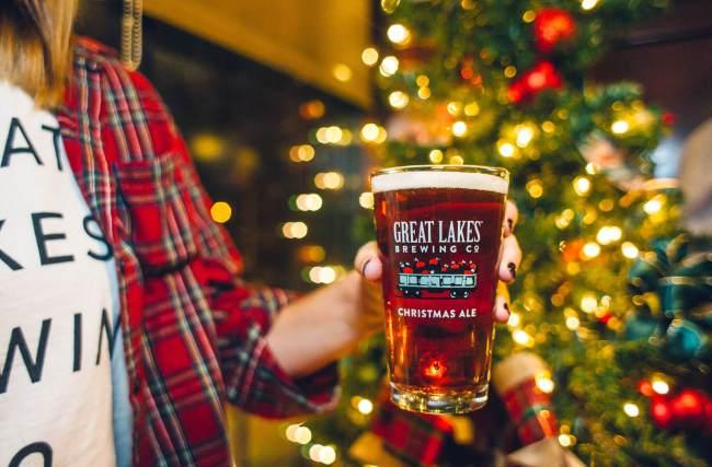 3 dicas sobre cerveja para não pagar mico nas celebrações natalinas