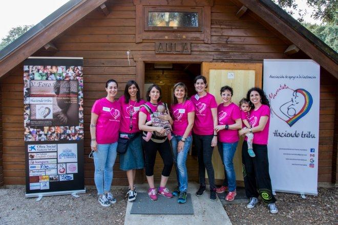 Foto de grupo de las mujeres organizadoras del V Foro Andaluz de Grupos de Apoyo a la lactancia celebrado en Linares, organizadoras por un año