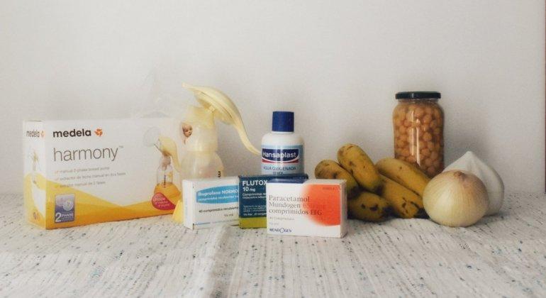 Bodegón compuesto por sacaleches, medicamentos varios y alimentos, plátano, cebolla, ajo y bote de garbanzos, para ejemplificar algunos de los mitos por los cuales te dicen que no debes dar el pecho a tu bebe