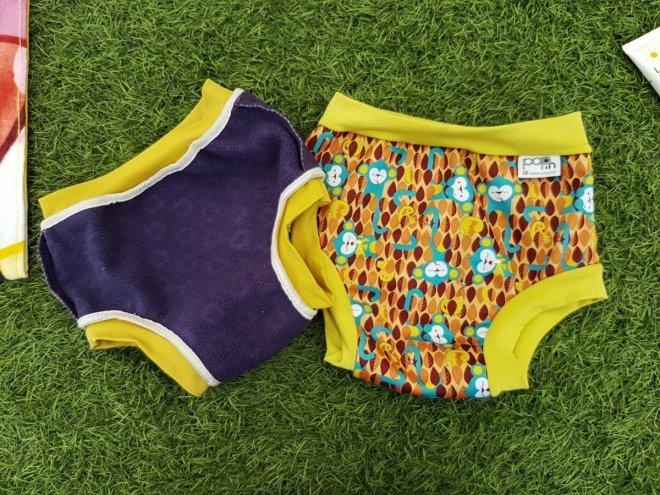 Bañador tipo pañal de tela, por el anverso y por el reverso, para mostrar el tejido absorvente del interior y el tejido repelete del exterior, del modelo Pop in de Close Parent